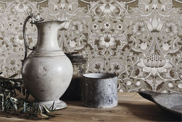 2-morris-pure-wallpaper-white-acqua-natural-flower-lodden-details-white-water-jug-interiors